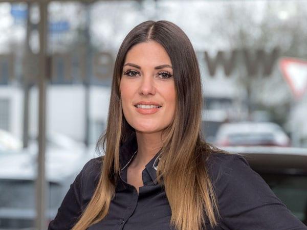 Verwaltungsangestellte Miriam Grobisa